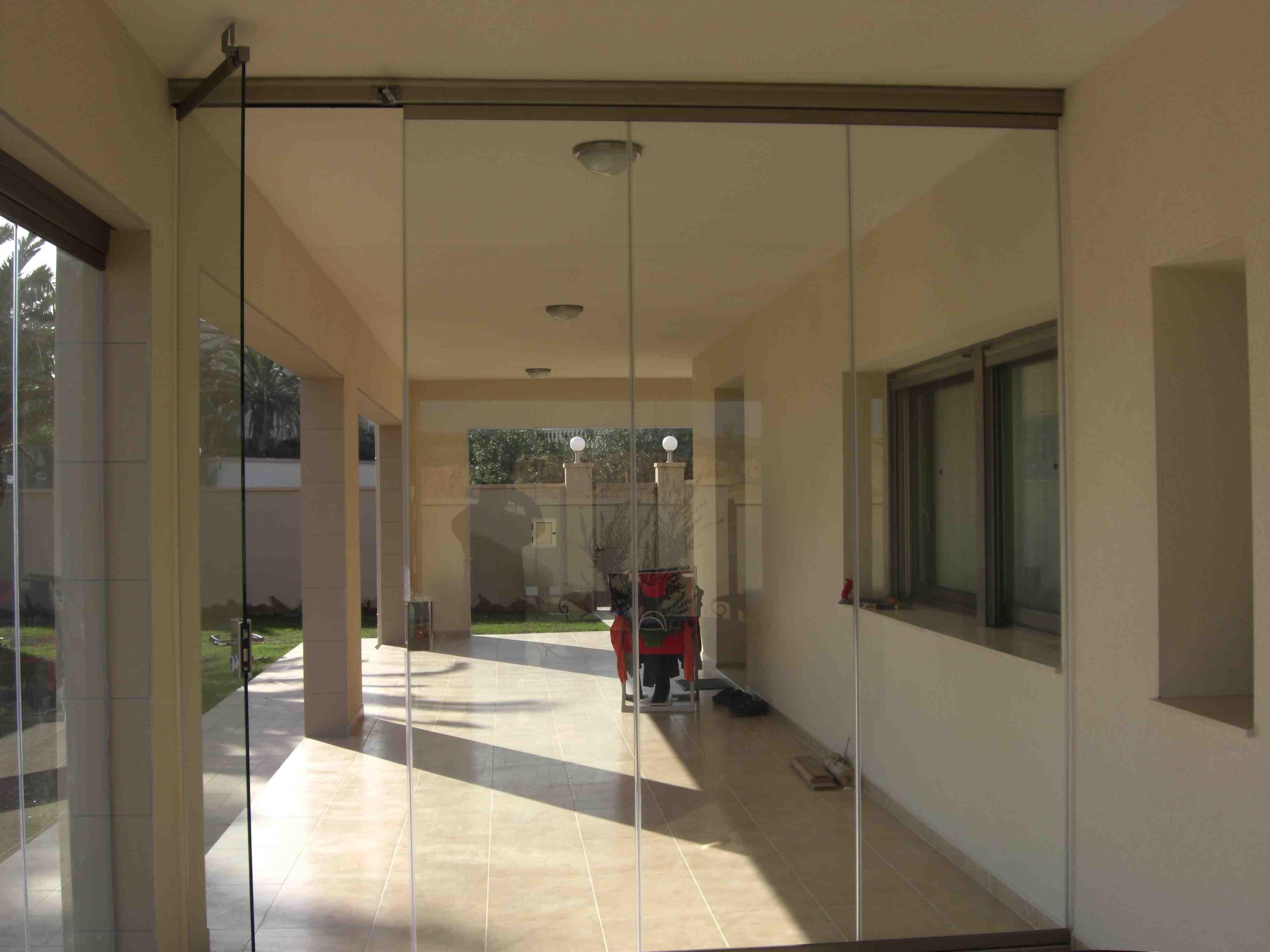 Vidrio para puertas correderas vidrosvazquez for Cerramiento vidrio